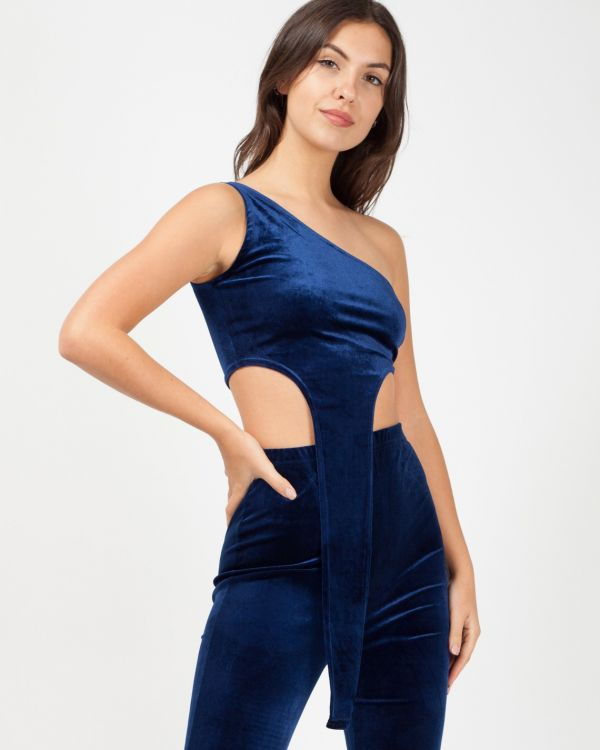 Jina One Shoulder Drop Frill Velvet Co-Ord In Navy