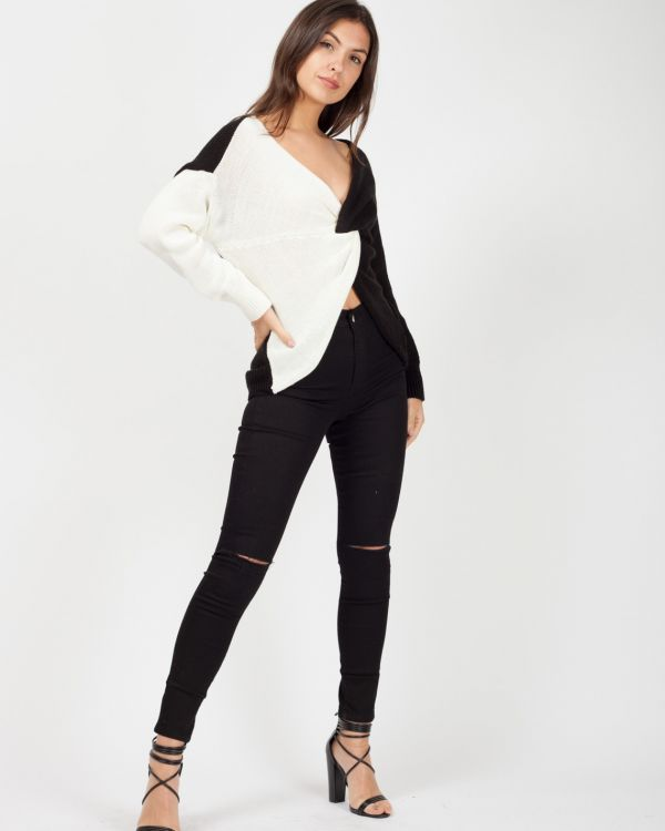 Kasey Contrast Twist Front Knitted Jumper In Monochrome