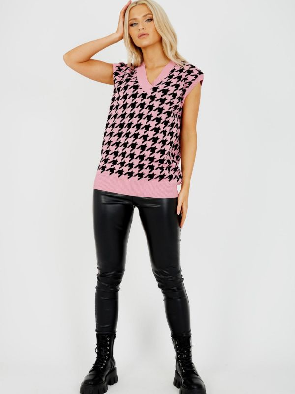 Trish Dogtooth V-Neck Sleeveless Knitted Jumper In Pink