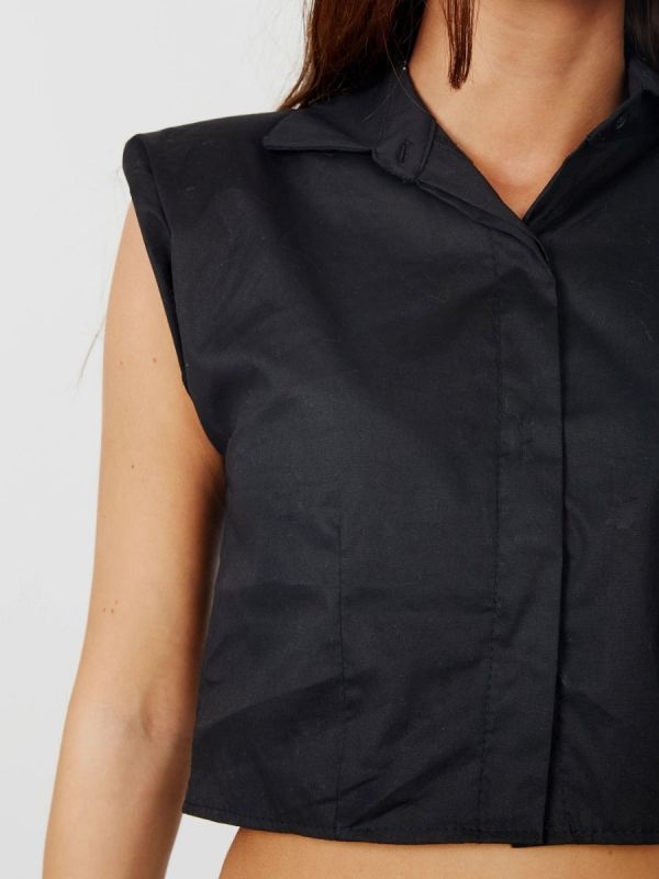 Tammy Padded Shoulder Cropped Shirt Blouse In Black
